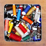 Conjunto de costura, cuerda de rosca, aguja, tijeras, Fotos de archivo