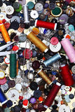 Conjunto de costura, cuerda de rosca, aguja, tijeras, Fotografía de archivo libre de regalías