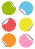 Conjunto de etiquetas engomadas coloridas en blanco Imágenes de archivo libres de regalías
