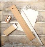 Grupo de ferramentas do estudo no fundo de madeira Imagem de Stock Royalty Free
