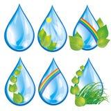 Conjunto de gotas del agua con las hojas Fotos de archivo