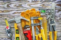 Conjunto de herramientas de la construcción en tarjeta de madera Foto de archivo libre de regalías