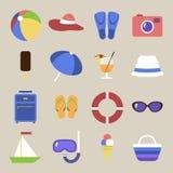 Conjunto de iconos Tema de la playa Objetos planos del viaje Imagen de archivo