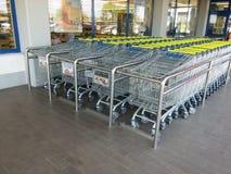 Conjunto de la carretilla de las compras en supermercado Imagen de archivo libre de regalías