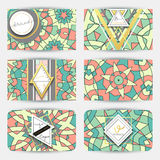 Conjunto de la tarjeta de visita Tarjeta con el modelo geométrico de la mandala Fotos de archivo