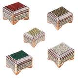 Conjunto de los pequeños ataúdes adornados de madera. imagenes de archivo