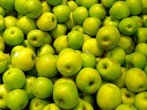 Conjunto de manzanas verdes grandes Foto de archivo libre de regalías
