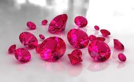 Conjunto de piedras de rubíes rojas redondas en superficie brillante Fotos de archivo libres de regalías