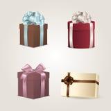 Conjunto de rectángulos de regalo coloridos con los arqueamientos y las cintas Fotos de archivo libres de regalías