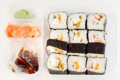 Conjunto de rodillos de sushi japoneses deliciosos Fotografía de archivo libre de regalías