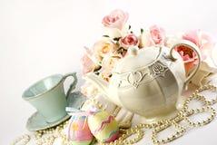 Conjunto de té de Pascua Imagen de archivo libre de regalías