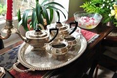 Conjunto de té en una casa imagen de archivo