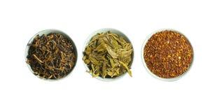 Conjunto de té seco rojo, verde y negro, aislado Imágenes de archivo libres de regalías