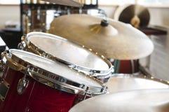 Conjunto de tambores en la escuela de música Fotos de archivo