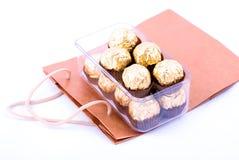 Conjunto del chocolate con el bolso de compras Imagen de archivo