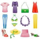Conjunto del icono del verano de la ropa y de los accesorios de las mujeres. Imagen de archivo libre de regalías