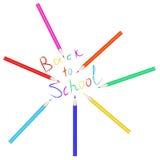 Conjunto del vector de lápices coloreados La inscripción de nuevo a la escuela escrita con los lápices coloreados Foto de archivo