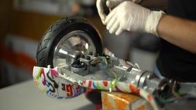 Conjunto e reparo do 'trotinette' do giroscópio Serviço 7 de Hoverboard video estoque