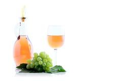 Conjunto e vinho verdes da uva Fotografia de Stock
