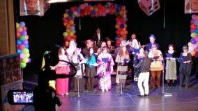 Conjunto en el teatro del estado judío, Rumania de la danza almacen de video