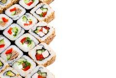 Conjunto grande del rodillo del sushi con diversos componentes Imagen de archivo libre de regalías