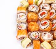 Conjunto grande del rodillo del sushi con diversos componentes Foto de archivo libre de regalías