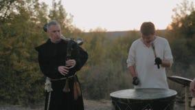 Conjunto medieval del funcionamiento de monjes Templars almacen de video