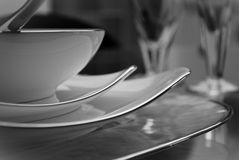Conjunto moderno de platos fotos de archivo
