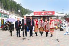 Conjunto nacional ucraniano que canta en la Navidad en Bukovel Fotos de archivo libres de regalías