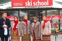 Conjunto nacional ucraniano que canta en la Navidad en Bukovel Imágenes de archivo libres de regalías