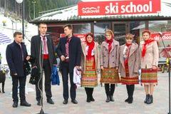 Conjunto nacional ucraniano que canta en la Navidad en Bukovel Imagenes de archivo