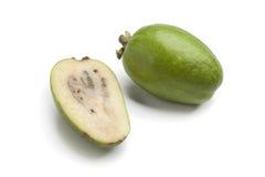 Conjunto y media fruta fresca de Feijoa Imágenes de archivo libres de regalías