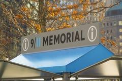 9-11 conmemorativo y museo en el punto cero en Manhattan MANHATTAN - NUEVA YORK - 1 de abril de 2017 Foto de archivo libre de regalías