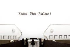 Connaissez la machine à écrire de règles Photos libres de droits
