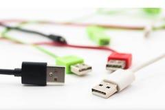 Connecteur d'USB avec le fil diffus d'isolement images stock