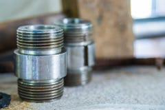 Connecteur fileté ou mamelon d'hexagone, montage de tuyau image stock