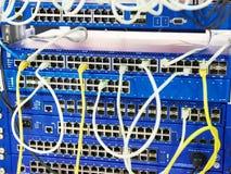 Connecteurs dans le commutateur sur le support du réseau image libre de droits