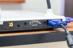 Connecteurs pour les dispositifs et se relier se reliants d'ordinateur photos libres de droits