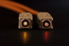Connecteurs rougeoyants de fibre photographie stock libre de droits