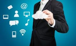 Connectiv di tecnologia di rete informatica della nuvola del disegno dell'uomo d'affari Fotografia Stock