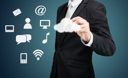 Connectiv di tecnologia di rete informatica della nuvola del disegno dell'uomo d'affari Immagini Stock