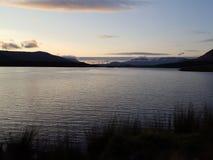 Connemara湖在夜之前 免版税库存照片