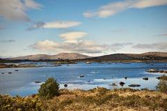 Connemara Berge und See in Irland Lizenzfreies Stockbild