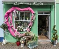 Connemara blomsterhandlare i Clifden, Irland Royaltyfri Bild