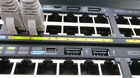 Connettività della rete Ethernet I cavi di toppa hanno inserito un commutatore di dati archivi video