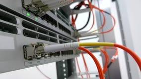 Connettività di rete a fibra ottica video d archivio