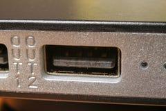 Connettore di carico di USB sulla banca di potere immagini stock