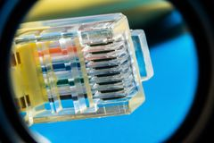 Connettore di plastica per collegamento ad una rete di computer, macro fondo fotografie stock libere da diritti