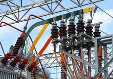 Connexion électrique avec de grandes barres de cuivre d'une haute tension t Photographie stock libre de droits