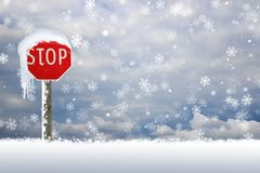 Connexion d'arrêt couvert par neige la neige Photo stock